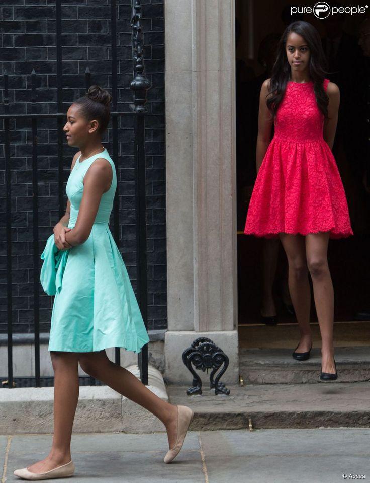 Malia et Sasha sortent de chez le premier ministre anglais David Cameron, le 17 juin 2015