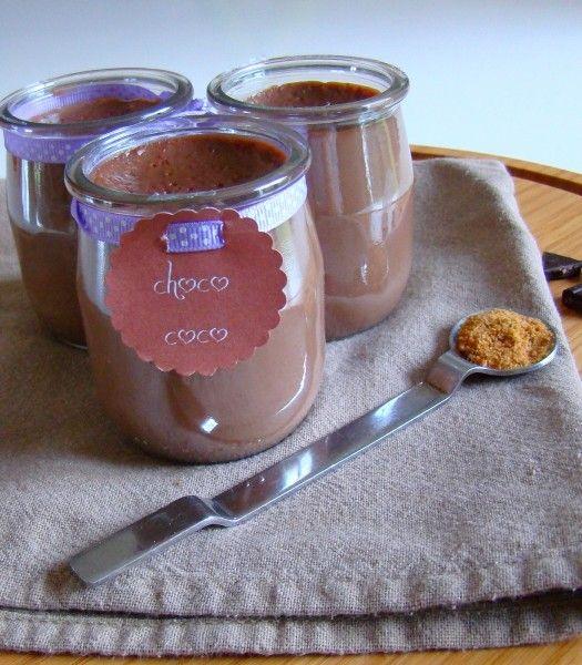 Petit pot choco coco {recette saine} ------------------------------------ 1l de lait soja vanille (j'ai mis 50cl de lait bio demi-écrémé)  60g de farine de petit épeautre (30g de farine)  6CS de sirop d'agave (5CS de sirop d'agave et 1CS de sucre de coco, sucre à l'Index glycémique ultra bas et qui a trés bon goût)  50g de chocolat noir (25g de chocolat)  J'ai ajouté aussi 2cc de noix de coco