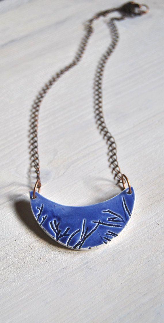 Struttura vegetale collana in ceramica blu di Arualceramics