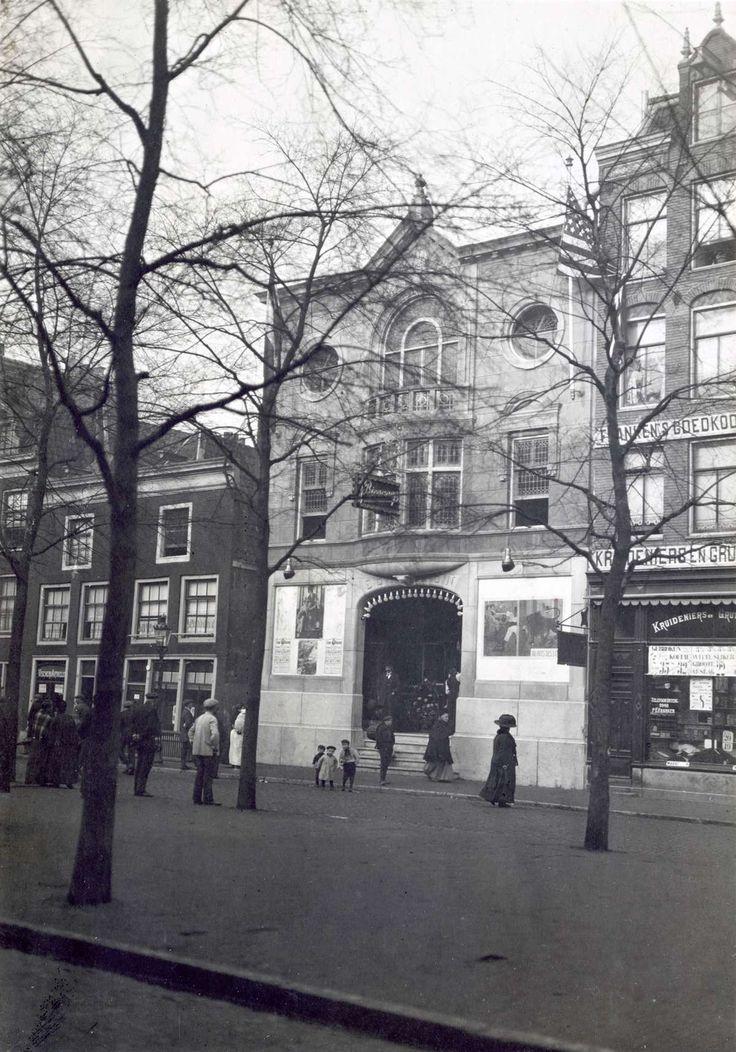 """De gevel van de """"Edison""""-bioscoop aan de Elandsgracht 92-94 te Amsterdam, Nederland. 1912."""