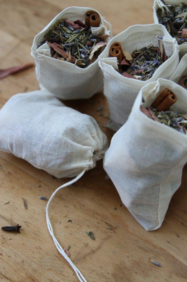 Antimite naturel: sachets à la lavande, menthe verte, thym, romarin, clous de girofle cannelle & copeaux de cèdre