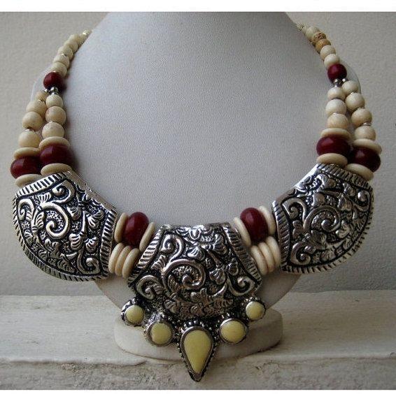 blanc et argent oxydé déclaration collier/Antique collier/Bib collier/Chunky Bohemian, Collier Collier/perlée