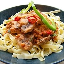 Den här pastasåsen fixar du snabbt och enkelt. Välj gärna fullkornspasta.