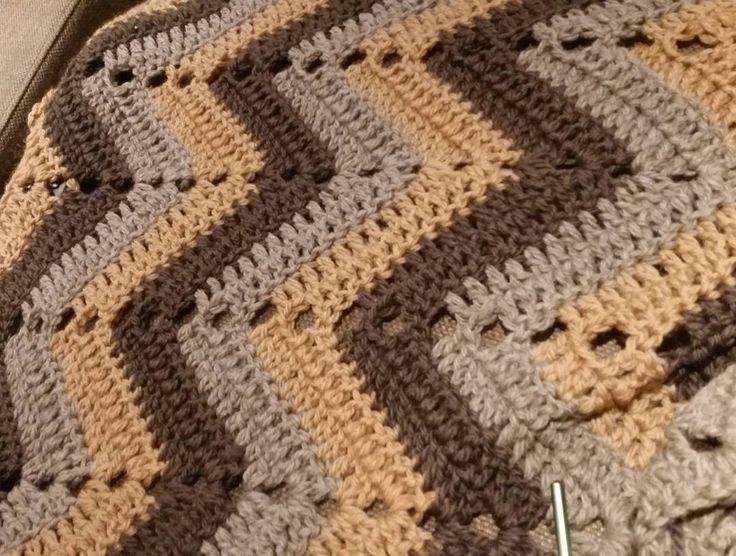 #crochet #crocheting #crochetaddict #crochetlove #yarn #hekle #hekling #heklet #crocheted #crochetblanket #hekleteppe #virkat #virka #pledd #hækling #crochetedblanket #crochetersofinstagram by aili_knit_crochet
