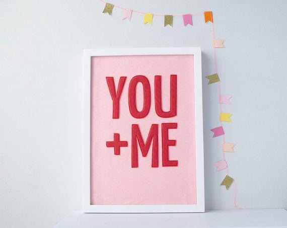 You + Me tessile opera rosso rosa, sentivo tipografia, Wall Art, arte di fibra, citazione, regalo romantico, decorazioni di nozze, regalo di San Valentino, arte di citazione