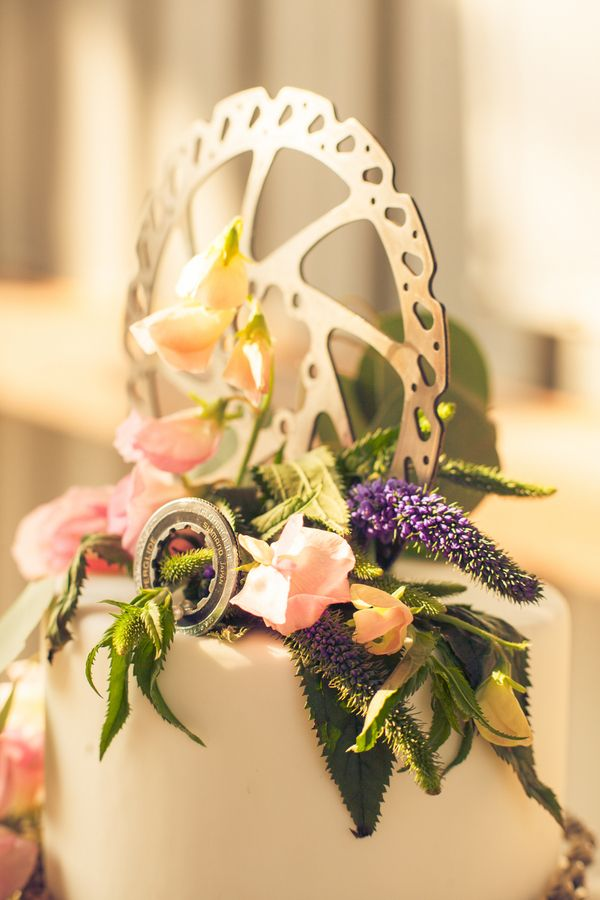 A wedding cake can go from plain to spectacular with just a few fun details! | A Mountain Bike Industrial Themed Wedding Shoot | Photography: TheLifestylePhotographyStudio.com
