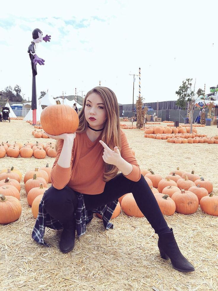 I love her style! And she actually looks pretty good in orange
