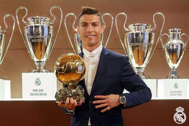 Ο Κριστιάνο Ρονάλντο είναι ο κορυφαίος ποδοσφαιριστής για το 2016, αφού κατέκτησε τη Χρυσή Μπάλα για τέταρτη φορά στην καριέρα του, όπως ανακοίνωσε το  France Football .