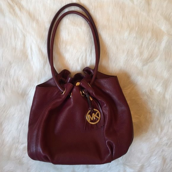 •Sale•[MKORS] Shoulder bag Price firm. Medium size Michael Kors leather shoulder bag in perfect condition. Burgundy Wine color with gold hardware. No flaws. Michael Kors Bags Shoulder Bags