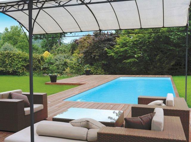 salon de jardin  pour décorer abords de la piscine