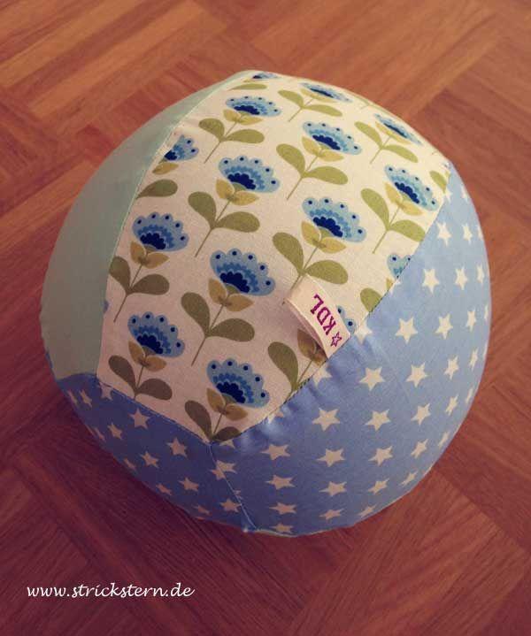 Ball aus einerm Luftballon mit selbstgenähter Hülle