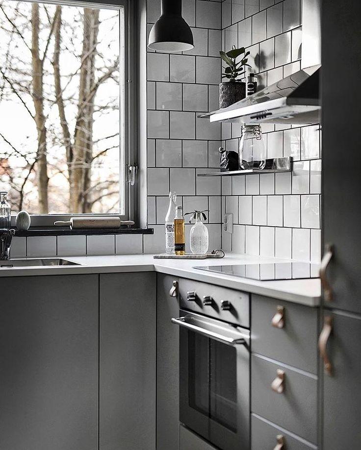 """Grey cabinets, white tile Scandinavian Homes (@scandinavianhomes) on Instagram: """"Sockenvägen 385 2 rok, 41 kvm  Styling @scandinavianhomes  Foto @kronfoto  Mäklare Fanny Hörndahl…"""""""