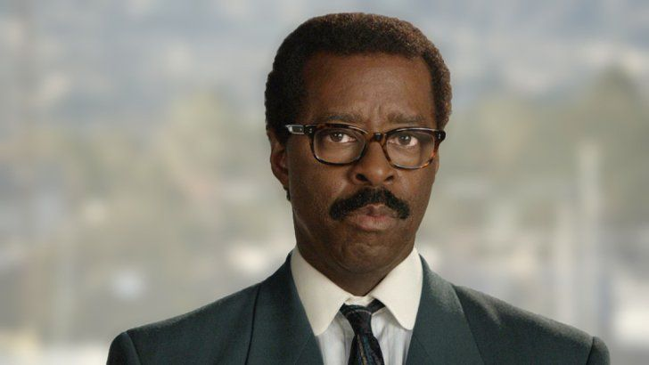 "Pin for Later: How Much Does the Cast of American Crime Story Look Like Their Real-Life Counterparts? Courtney Vance as Johnnie Cochran Cochran, also on the defense team, is famous for his repeated line about the glove found near the crime scene: ""If it doesn't fit, you must acquit."""