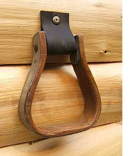 This towel ring, made from an old saddle stirrup will bring a whole lot of personality to your bathroom or kitchen. It's the perfect, practical gift for any horse lover. Hanging in a bathroom, a kitchen or a stable.