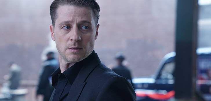 A terceira temporada de Gotham já está bem encaminhada e eletrizante, trazendo de volta alguns dos vilões mais amados das séries da DC Comics. A Fox TV liberou nove imagens em alta resolução para o próximo episódio de Gotham que vai ao ar semana que vem. Semana que vem o Pinguim irá se aproximar ainda …