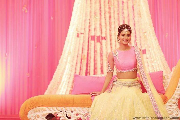 Geeta Basra & Harbhajan Singh at their hot & happening mehendi ceremony! | PINKVILLA