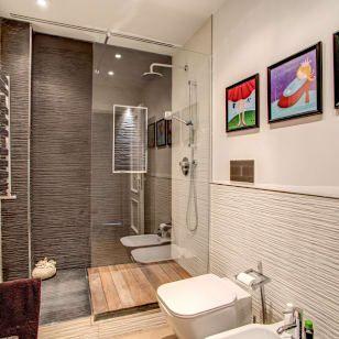 Foto di bagno in stile moderno di mob architects