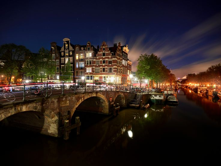 Amsterdam by Night - This is the Brouwersgracht/Prinsengracht in Amsterdam