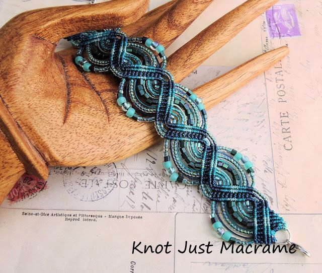 Knotting Along