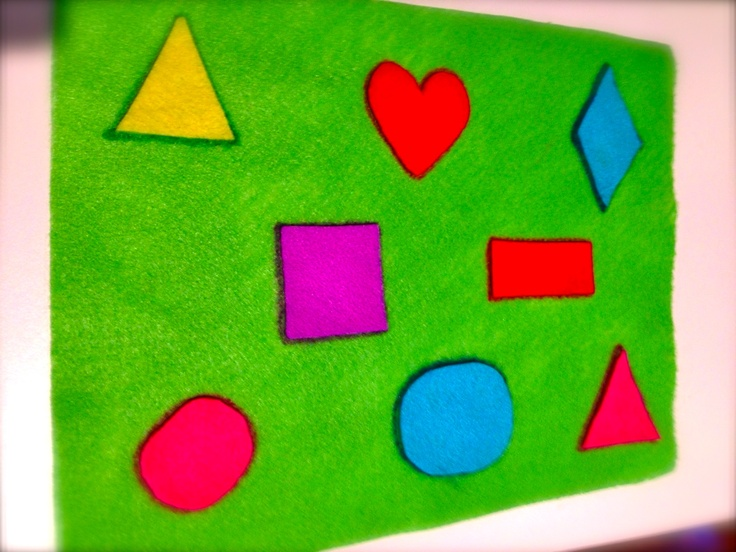 Felt shape mat. Super easy to make and a great entertaining/learning tool for road trips!  Each shape is outlined in sharpie marker so that the kiddos can learn to place each shape in its appropriate spot on the mat. Inspiration from #mommyblog