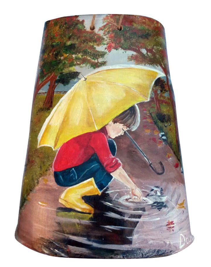 Niño con paraguas. Teja pintada