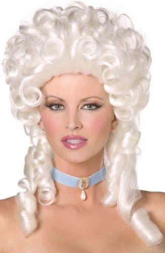 Barokki-peruukki. Upea, valkoinen isoilla kiharilla varustettu peruukki.