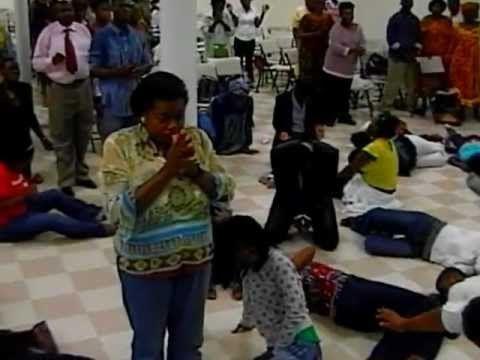 VIDEO. Cameroun – Eglise évangélique: Le juteux business du pasteur Dieunedort Kamdem - http://www.camerpost.com/video-cameroun-eglise-evangelique-le-juteux-business-du-pasteur-dieunedort-kamdem/?utm_source=PN&utm_medium=CAMER+POST&utm_campaign=SNAP%2Bfrom%2BCAMERPOST