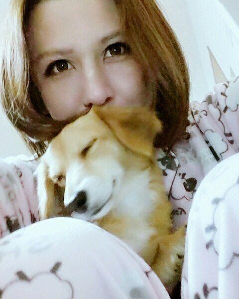 おはようございま~す(=゜ω゜)ノ ココちゃん大きくなりました!一緒に自撮りは難しいですね(-ω-;) 今日もお仕事頑張りましょうね!  #おはよう#おはようございます#日本#女の子#愛犬#男の子#ワンコ#犬#いぬ#わんこ#チワックス#ミックス#こいぬ#仔犬#かわいい#なかよし#仲良し#ファッション#メイク#自撮り#セルカ#セルフィー#goodmorning#dogstagram#dog#family#kawaii#love#selca#selfie
