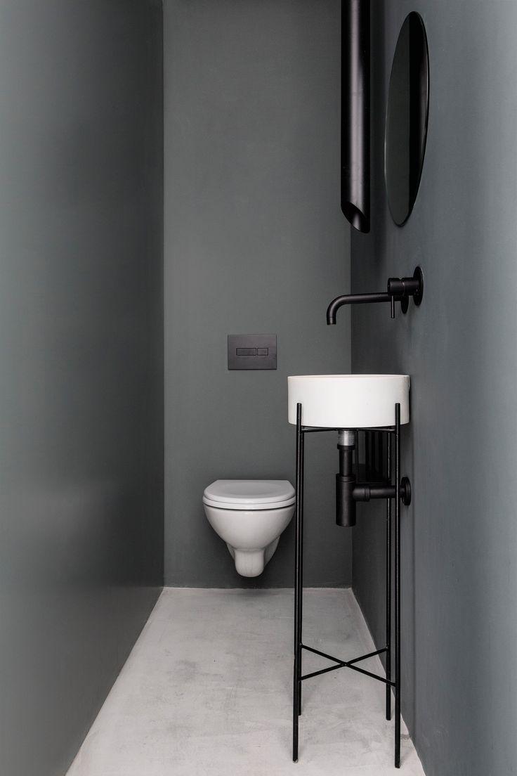 Modernes minimalistisches Wohnungs-Innenarchitektur mit weißem und grauem Farbschema
