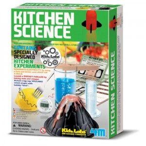 ΕΠΙΣΤΗΜΗ ΤΗΣ ΚΟΥΖΙΝΑΣ Δημιούργησε καταπληκτικά πειράματα με υλικά καθημερινής χρήσης από την κουζίνα σου! Περιέχει 6 ειδικά σχεδιασμένα πειράματα: Παραγωγή ηλεκτρισμού με τη χρήση ενός πιρουνιού και μιας ντομάτας, κατασκευή κρυστάλλων με ζάχαρη, εκτόξευση πυραύλου και πολλά άλλα! Στη συσκευασία περιέχονται οδηγίες στα Ελληνικά.