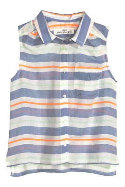 Bluză din dantelă: Bluză din dantelă, cu mâneci lungi, cu deschizătură cu un nasture în spatele gâtului și cu căptușeală din jerseu.