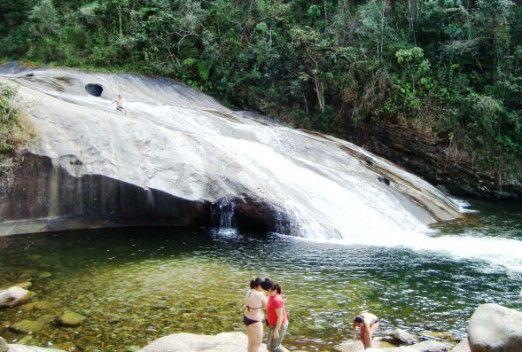 descendo a cachoeira do escorrega maromba visconde de maua