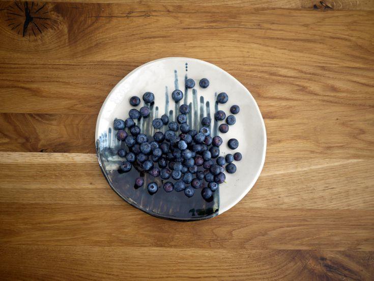 Ceramic plate 01 - Monochrome series, Projectorium