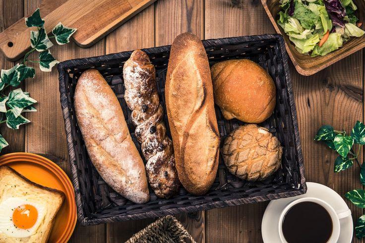 京都に来たときは必ずと言っていいほど立ち寄る、京都の玄関口「京都駅」。朝早くから移動すると、京都駅に着くころには小腹がすいていたりしませんか?そんな時は、京都駅周辺にあるおすすめのベーカリーでパンを買って食べてみてはどうでしょうか。京都はおすすめのパン屋さんも多くあり、京都駅の周辺や構内にもベーカリー・パン屋が多く店を構えています。京都駅周辺でおすすめのベーカリー・パン屋を紹介します。