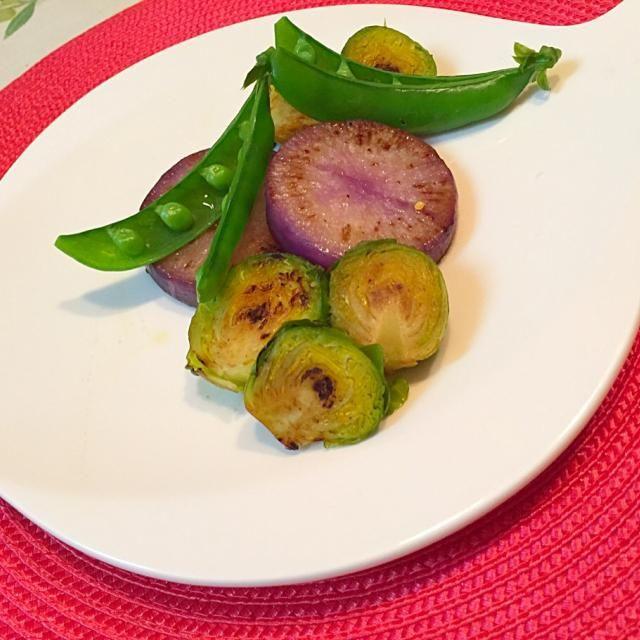 紫大根は、炒めると、甘みを増します。 アッサリで、おしゃれなサラダです。 - 9件のもぐもぐ - 温野菜のソテー by madameparis3