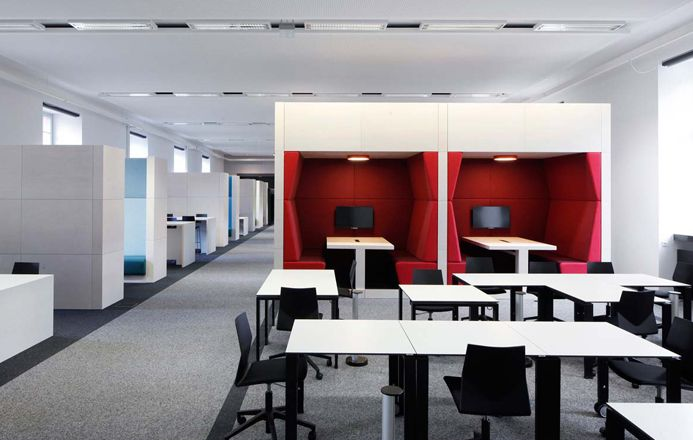 University Library Mannheim – Four®Design – The library area, Schloss Schneckenhof, was in the period 2012-2014 a less attractive study hall, but is now transformed into a modern learning center, furnished with innovative furniture from Four Design, among others.