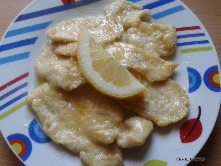 Le scaloppine al limone sono un secondo piatto facile e gustoso.