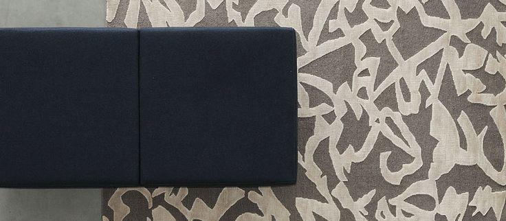 Brush: handknotted sumak carpet. New Zealand wool and viscose.