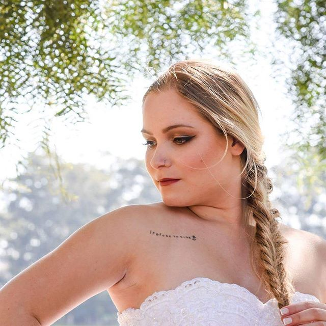 Beleza para noivas feita por mim Modelo: @jheloureiro  Fotografia: @thiagojavier  Figurino: @santrixnoivas  #makeup #makeupartist  #bride #blonde #bridedress #whril #maccosmetics #makeupbycamilacarrafa