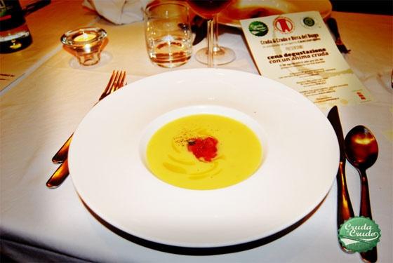 Presentazione Cruda: vellutata di patate limonate con tartare di gamberi rossi e uova di salmone, birra abbinata RUBUS;