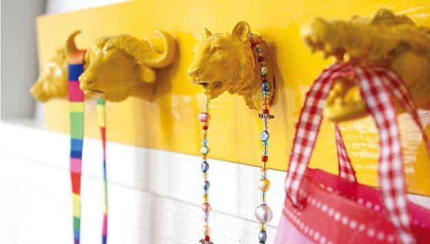 Animal Head Coat Rack; 1 of the 14 DIY crafts using plastic animals