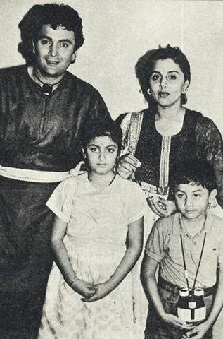 Rishi Kapoor, Neetu Kapoor with Ridhima and Ranbir Kapoor.