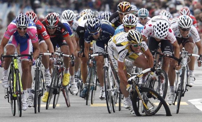 Sprint. Cav crash and Petacchi wins