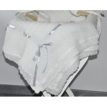 Plaide naissance en laine BlancheMagnifique plaide traditionnel 100%  laine doux et confortable, à  utiliser de la naissance à 2 ans pour protéger bébé. Idéal pour les déplacements, les sorties en poussette et à toute occasion pour couvrir bébé du froid. ce plaide peut servir également de couverture pour le lit, couffin ou berceau de bébé.