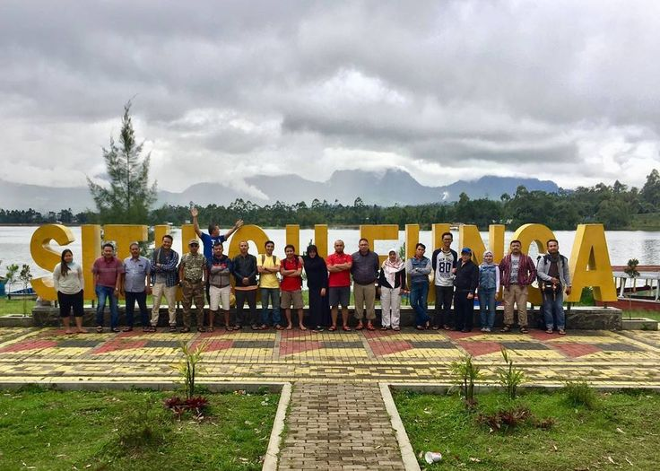 United as a team. . . . #situcileunca #cileunca #gathering #trisula #adventure #outbound #trisulacorporation #travel #pangalengan #jawabarat #westjava #bandung #destination #holiday #river #rafting #arungjeram #flyingfox #paintball