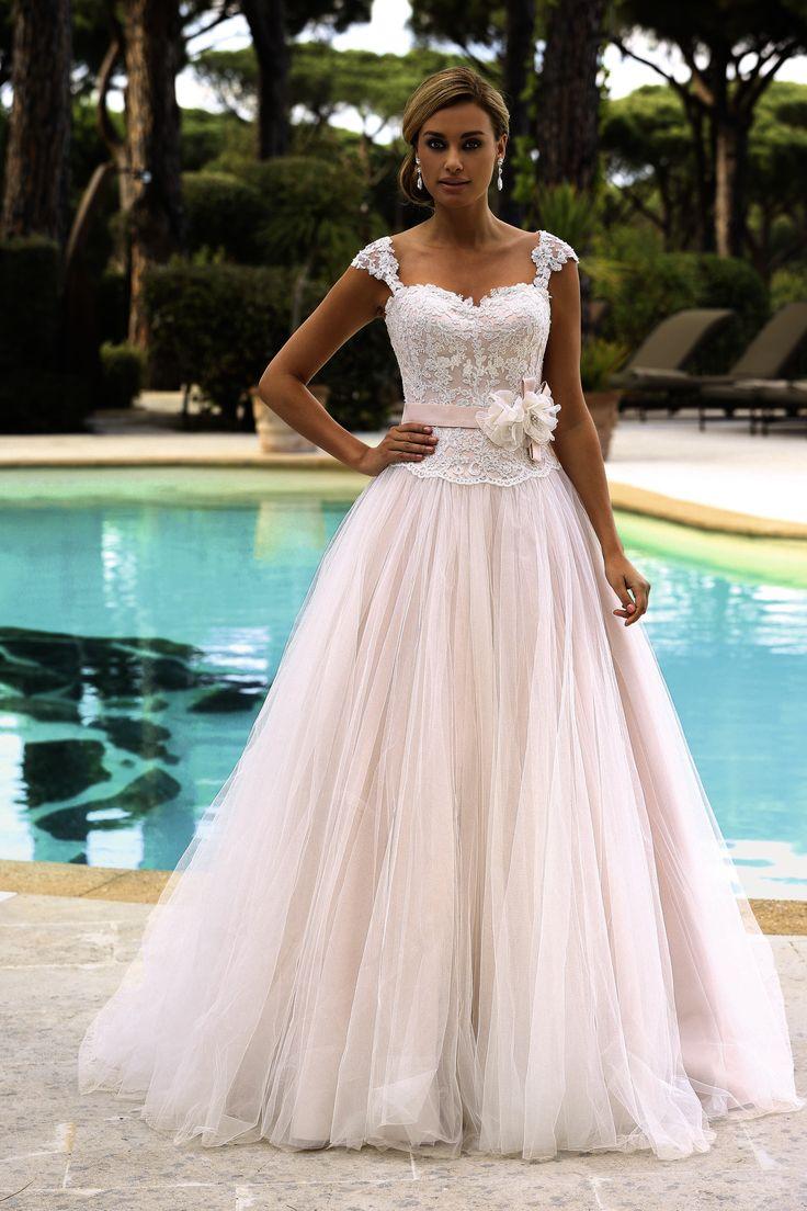 53 - Gekleurde bruidsmode - Bruidscollecties - Bruidshuis Elly