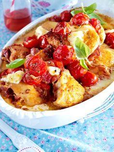 Heute überbacken wir unsere Putenschnitzel mit Tomate und Mozzarella. Und füllen sie mit einer Scheibe Parmaschinken. Das Low Carb Rezept.