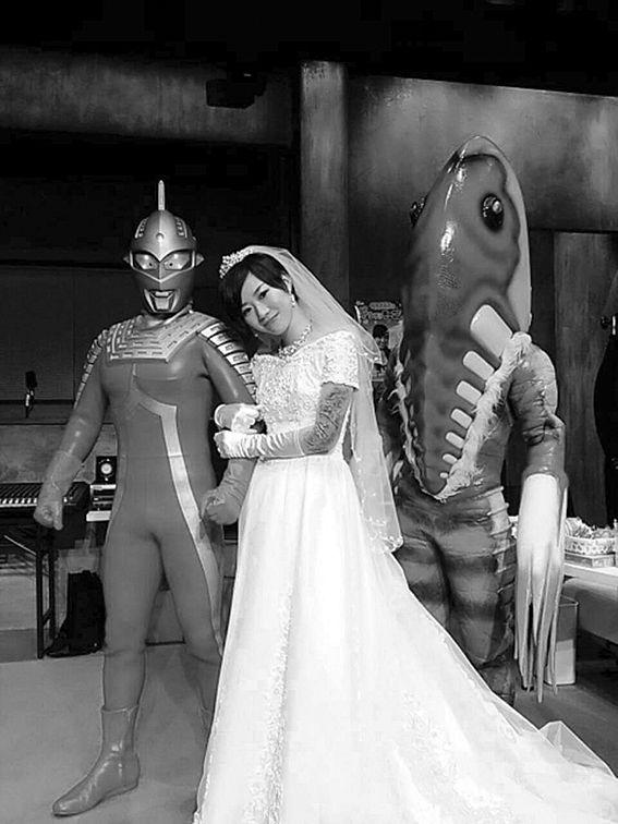 Alien Metron gives away the bride!