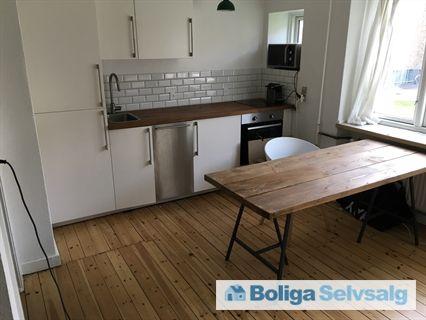Sorrentovej 16, st. mf., 2300 København S - Nyrenoveret ejerlejlighed med altan, tæt på metro og strand. #ejerlejlighed #ejerbolig #kbh #københavn #selvsalg #boligsalg #boligdk