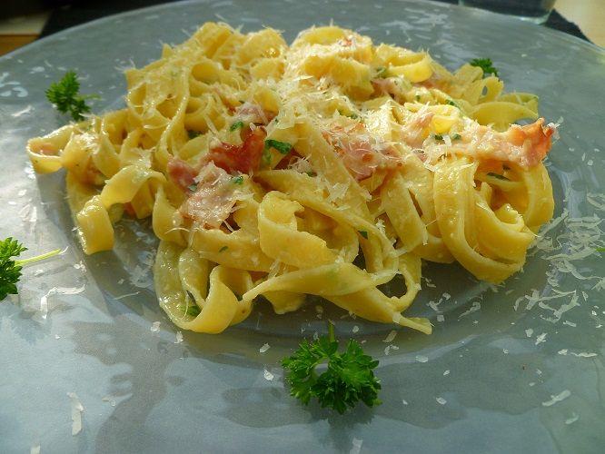 """Een recept uit het kookboek """"Zuidelijke smaken van het Italiaanse land"""" van Antonio Carluccio: Pasta carbonara t"""